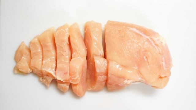 鶏肉が腐るとどうなる?見分け方と臭い・味の変化も調査!